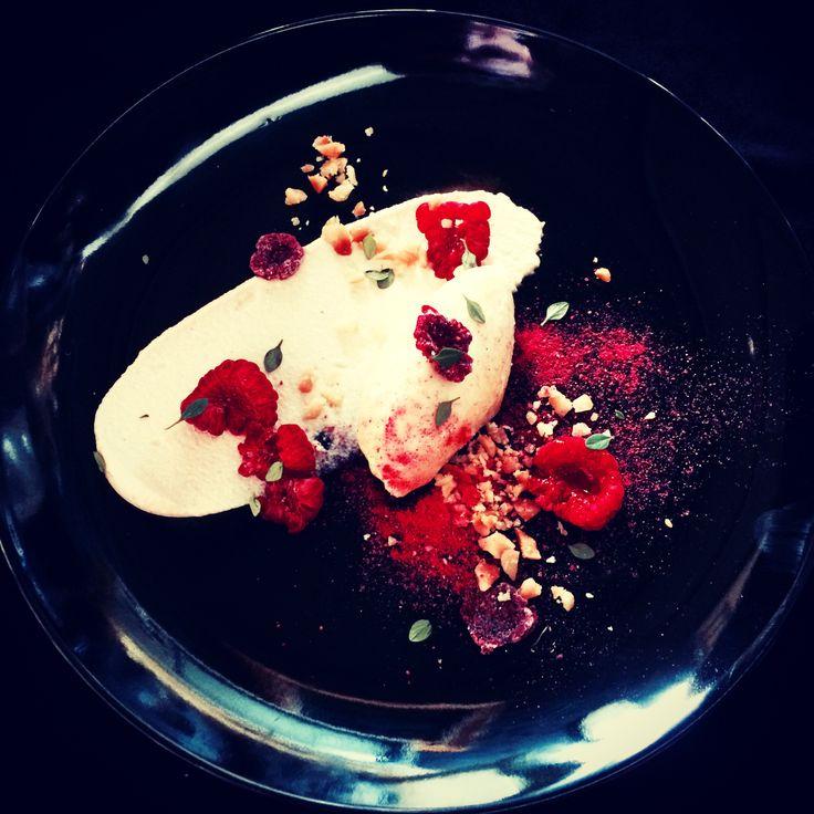 Delice des creamiers, raspberries, thyme, macadamia.