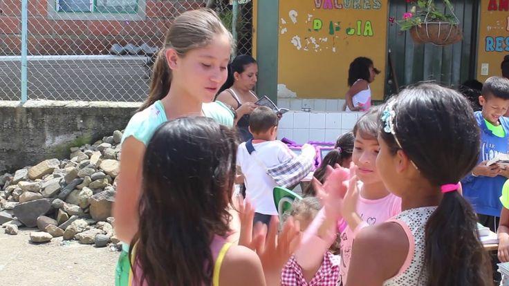 Habitantes de Santa Lucía recibieron Biblioteca Móvil de Paz