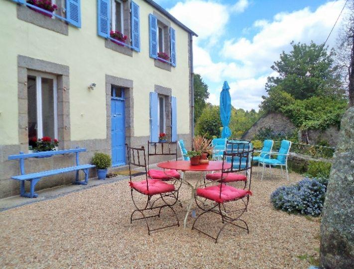 Notre B & B à Huelgoat, Finistère, Bretagne, offre toutes les commodités d'un hôtel, mais dans un cadre chaleureux.