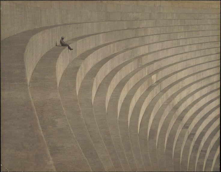 El pensador de Hiromu en Mulholland dam (California). | Matemolivares
