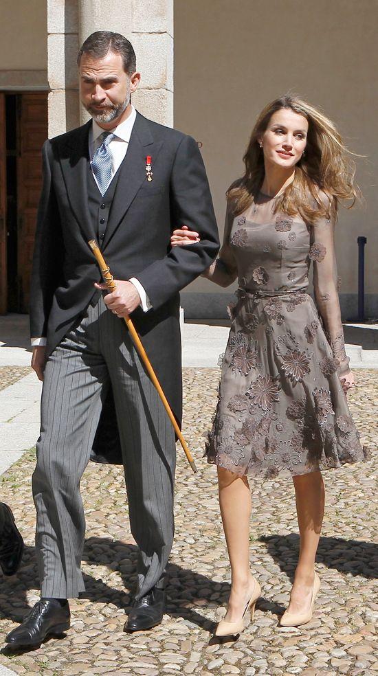 En la entrega del Cervantes, Letizia estaba espectacular con un vestido marrón con mangas de gasa de Felipe Varela.