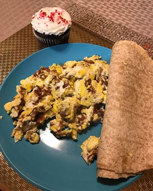 Getting my wisdom teeth pulled out tomorrow so I will enjoy bacon and eggs with 2 low carb tortillas and yes a fuckin cupcake! Lol dont judge me . . . . . #Keto #KetoDiet #KetogenicDiet #Ketosis #KetoLifestyle #Ketovation #KetoMotivation #Lowcarbs #Highfat #LCHF #EatFatLoseFat #Weightloss #KetoWeightloss #Fitspo #KetoFood #KetoResults #KetoJourney #KetoLiving #LowcarbLiving #BAE - Inspirational and Motivational Ketogenic Diet Pins - Eat Keto Get Into Nutritional Ketosis - Discover LCHF to…