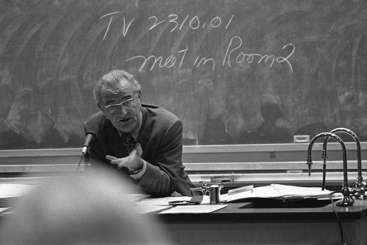 Îndemnul unui profesor bătrân: nu vă mințiți pe voi înșivă