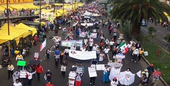 CNTE marcha de la Ciudadela a la Cámara de Diputados
