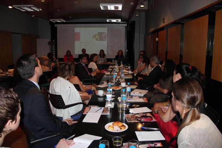 Los encuentros con la Comunicación, el Periodismo, el Marketing y los Influyentes on line son parte de la acción del Foro de Influyentes de la Fundación Woman's Week. Reale Seguros y su sede del Palazzo Reale en el Paseo de la Castellana en Madrid han supuesto un revulsivo para estos encuentros entre influyentes para cambiar las cosas en clave de Igualdad de Oportunidades. En el desayuno de trabajo de la imagen participan Montserrat Tarrés, dircom de Novartis, y Pilar Suárez Inclán, dircom…