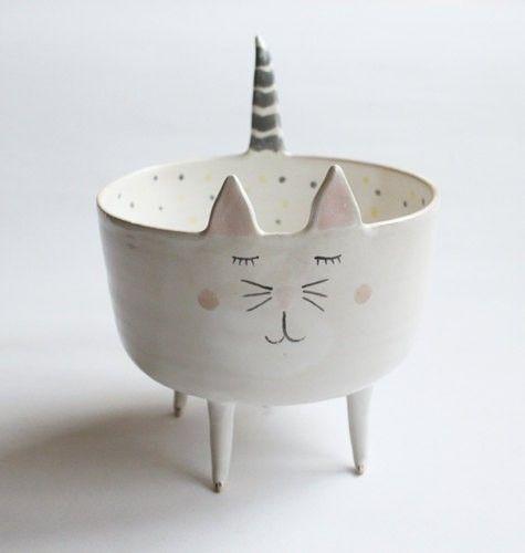 Ceramics by Marta Turowska - pot sur pied pour petite plante, garder idée des pointes pied dorées
