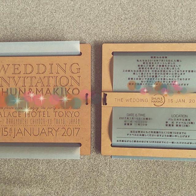 需要あるのかわかりませんが結構こだわった部分なので、先日ポストした招待状の詳細をアップします✉️ . 本状はトレーシングペーパーで、木材に挟み込んでいます本状留めの木の部分に名前のロゴを刻印しました天然の木のいい香りがほんのりするのも気に入ってます☺️✨ . #結婚式招待状 #招待状 #プレ花嫁 #結婚式準備 #パレスホテル東京 #木材 #mdf #天然木 #木のぬくもり #トレーシングペーパー #スモーキーカラー #ちーむ0115 #wedding #weddinginvitation #invitation #invitations #木の香り