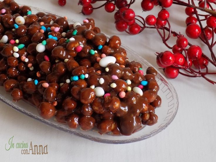 Eccovi gli struffoli al cioccolato un dessert Natalizio super goloso che conquisterà tutti!