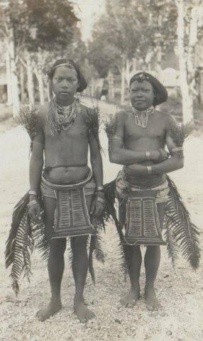 mentaweijers in vogeldanscostuum padang - indonesia 1927