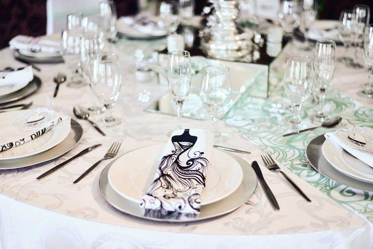 white-elegant-effect-table-setup-2