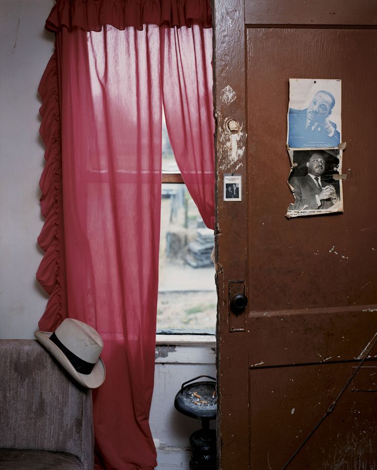 Alec Soth, Jimmie's Apartment, Memphis, TN,2002