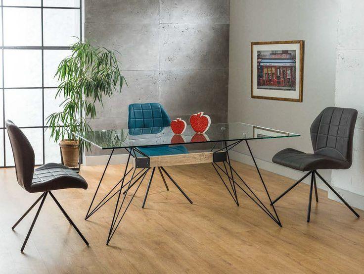 Stół Santo to nowoczesny model stołu, który idealnie wpasuje się w pomieszczenia w stylu loft.  Nasz sklep zapewnia darmową dostawę na terenie kraju.