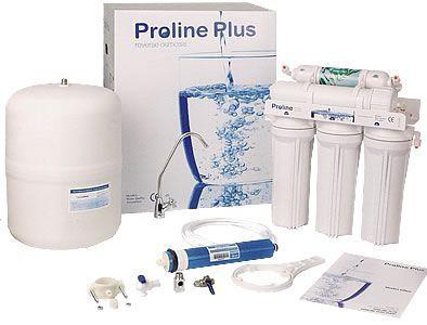 """Puricom Proline Plus konyhabútorba építhető, fordított ozmózis rendszerű készülék.  Szabványos 10""""-os szűrőbetétekkel rendelkezik, így kedvező áron beszerezhetőek a csere filterei.  A tisztított ivóvizet a saját csaptelepén engedhetjük! További információ: http://www.viztisztitomarket.hu/puricom-proline-plus-ro-viztisztito"""