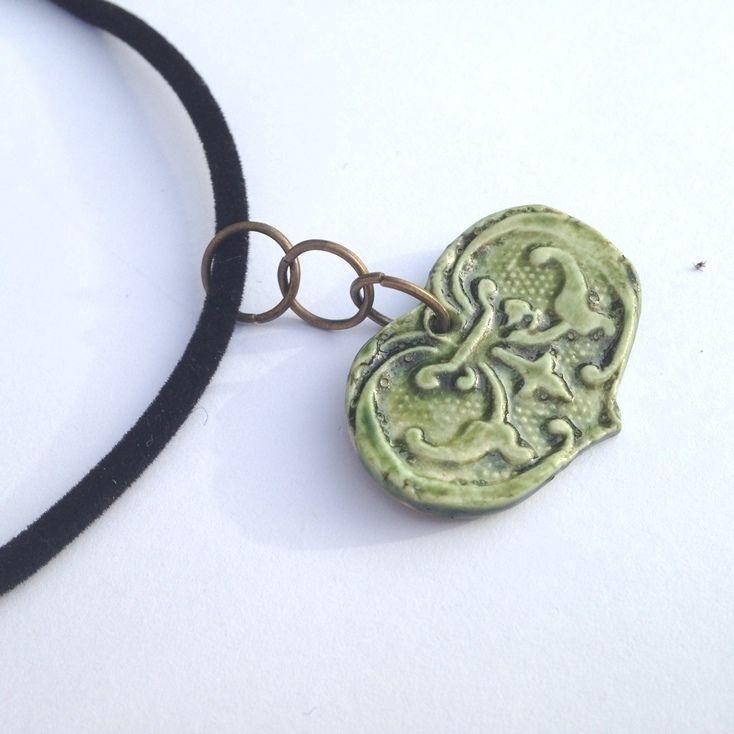 Halsband, grönt hjärta, hänge av porslin