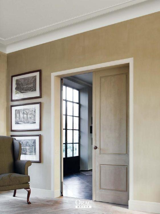 entre salon classique avec plinthes et corniches discretes - Decoration Salon Classique