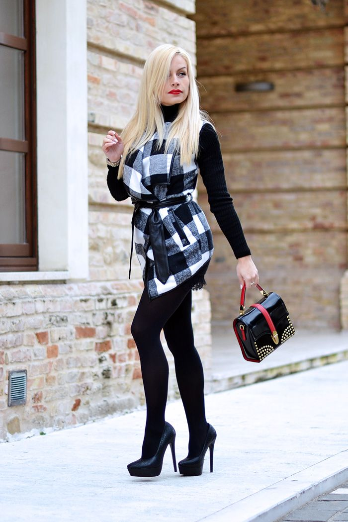 Plaid coat, lace skirt, high heels! Today on my #fashionblog www.it-girl.it #fashion #style #look #outfit #outfitoftheday #ootd #lookoftheday