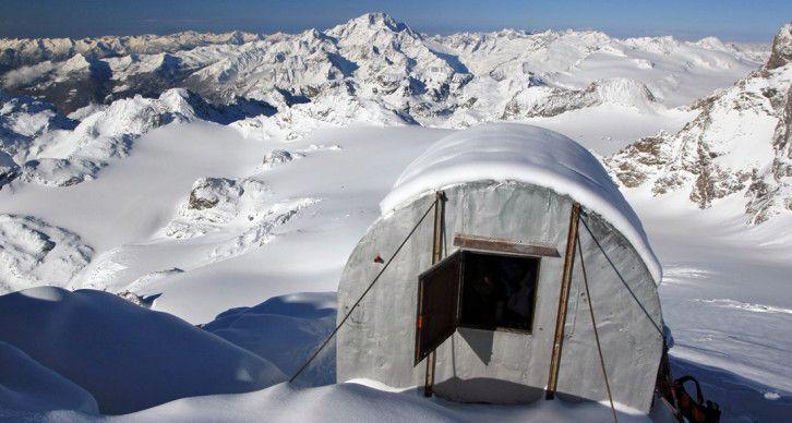 BIVACCO AMEDEO PANSERA - È situato a 3546 m sulla cresta NW del Sasso Rosso a poche centinaia di metri dal Passo del Sasso Rosso.