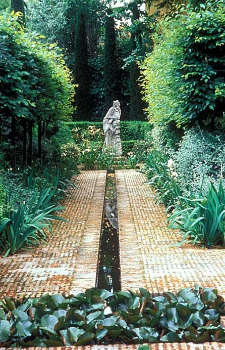 arabella lennox-boyd / el serrano, Madrid I love open water troughs in landscape design.