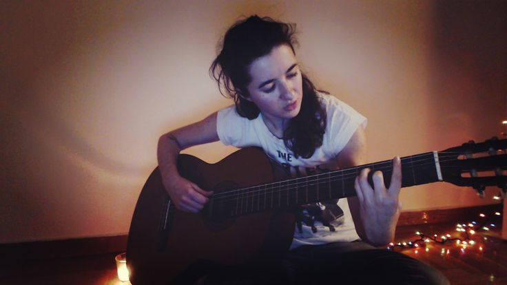Evi Koroni / Εύη Κορώνη / #actress #music #guitar