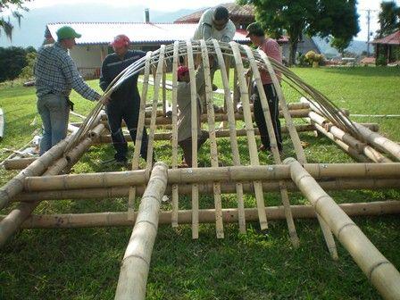 DOMO CAÑA en el taller con obreros en Sta Rosa de Cabal, Rosarala, COLOMBIA realizado por Arq. LUCIA E GARZON