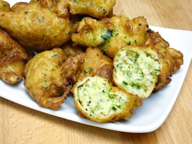 Los buñuelos de calabacín son fáciles de hacer, son bajos en calorías, y es la manera perfecta de comer vegetales.