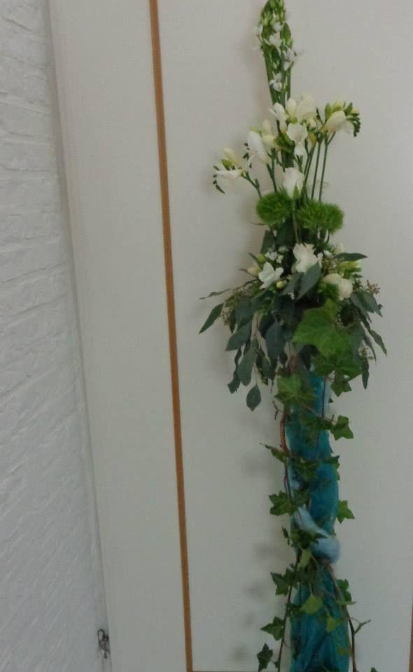 bloemstuk op standaard