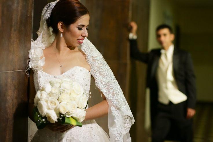 Estamos a cuatro dias de cumplir un mes de casados, sin duda alguna fue una boda de cuentos de hadas como muchas veces la soñe, me encanto nos comprometimos el 27 de junio del 2015 y mi peticion de mano fue el 8 de noviembre del 2015 en ese momento