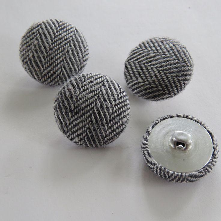 Bouton recouvert de tissu à chevron : Boutons par josiecoccinelle