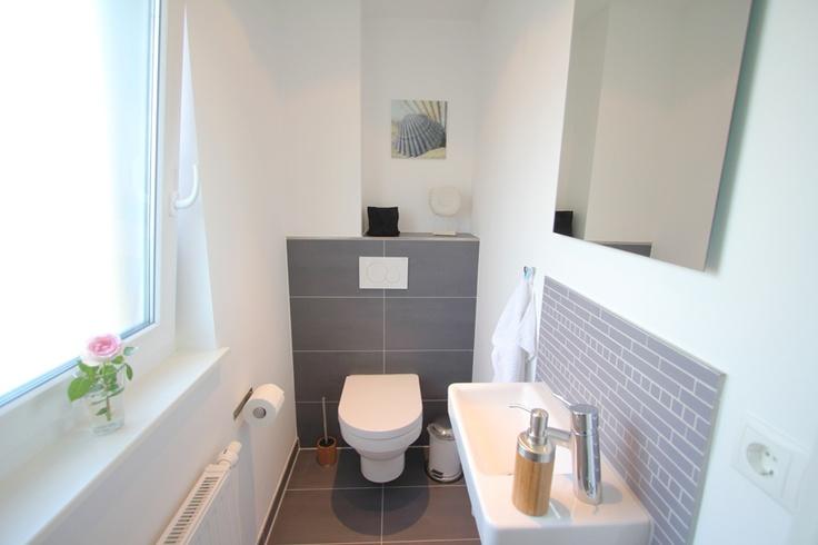 Modernes Gäste WC im oberen Teil der Wohnung.