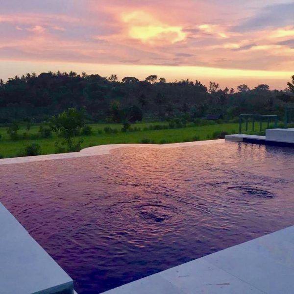 accommodation-bali-gumibali-villa-homestay-sunset-infinity-pool