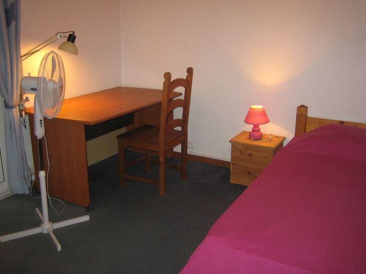 Location vacances villa Fabron: chambre à un lit 90
