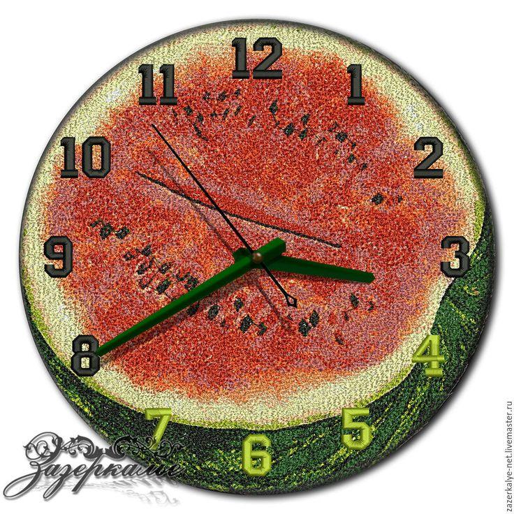 """Купить Кухонные часы """"Алый арбуз"""", техника Фотостежок - зеленый, киви, часы настенные"""