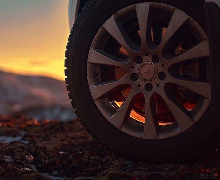 Sebelum berkendara perhatikan kondisi ban mobil kamu dulu ya  📸 Webb Bland