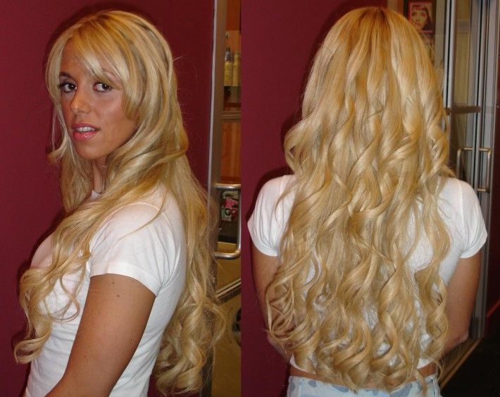 bardzo długie blond włosy