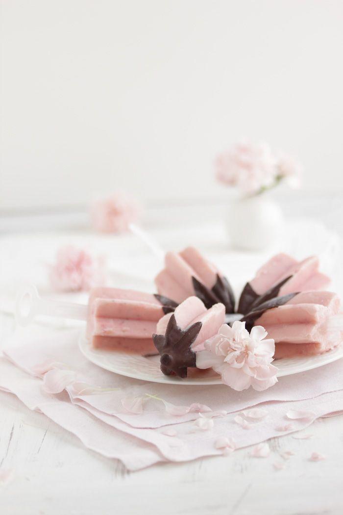 ... strawberry buttermilk popsicles ...