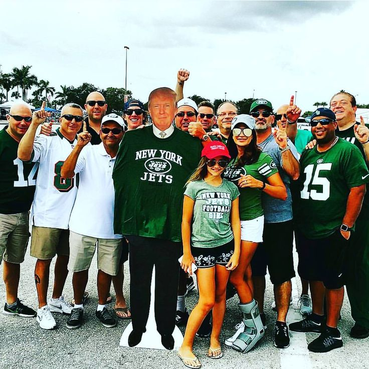 Customers for today's game. #partybus #limobus #dolphins #jets #tailgating #miamidolphins #nyjets #football #gameday #aclass #aclasslimos #luxury #luxurylife #palmbeach #wellington #bocaraton #boca #miami #fortlauderdale #dontdrinkanddrive (at Hard...