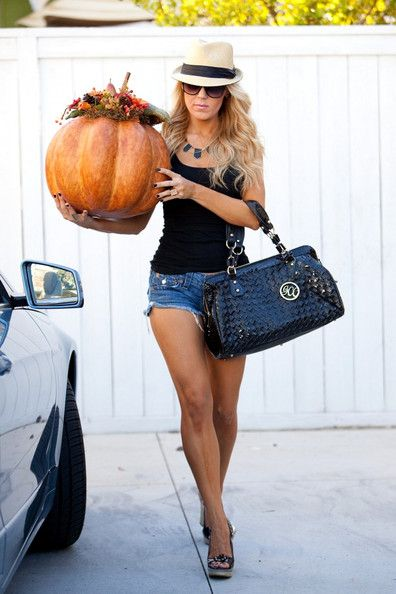 gretchen rossi style | Gretchen Rossi and Slade Smiley spend the day stocking up on Halloween ...