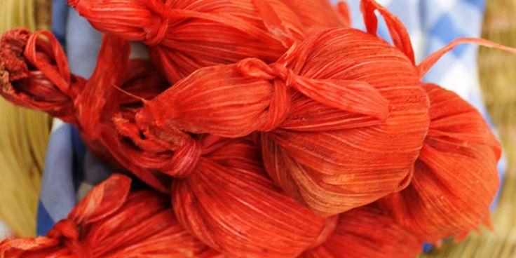 Tamalitos de Cambray. Son parte de los platillos típicos, su color rojo los hace atractivos en las ferias y ventas de comida en los mercados.