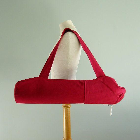 ¿Cansado de cargar con su estera de yoga a clase en una bolsa de aburrido? ¿O peor aún, ninguna bolsa en todos? He diseñado este bolso de la estera