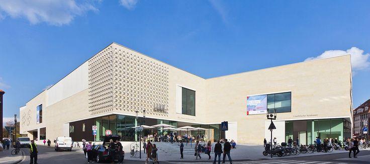 Das LWL-Museum für Kunst und Kultur ist das zentrale Kunstmuseum Westfalens. Träger ist der Landschaftsverband Westfalen-Lippe . Seit 1908 befindet es sich am Domplatz in Münster. Mehr als 300.000 Exponate befinden sich im Besitz des Museums.[1]