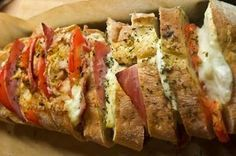 Gefülltes Ciabatta Brot Rezept1 Ciabattabrot zum Aufbacken 1 Tomate 1 Mozarella 50 g Kochschinken 20 min bei 200°