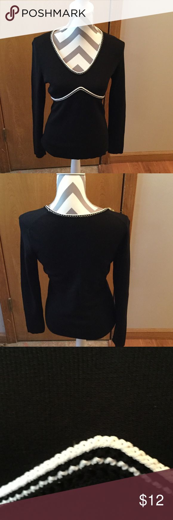 Anne Taylor Loft size Medium top 63 percent rayon. 37 percent nylon. Ann Taylor Loft Tops