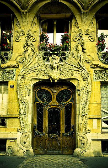 Paris doorway _ photo by Irena Suchocki, on flickr