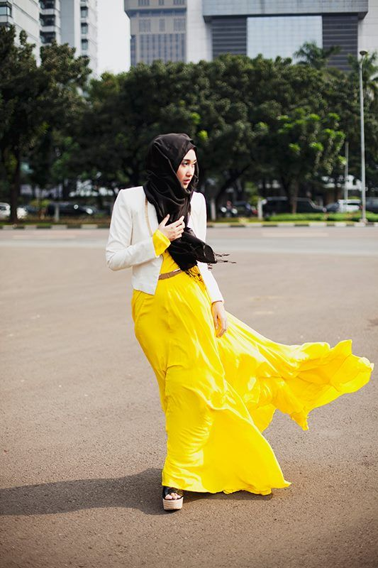 The Rainbow Queen being fabulous as ever in Jakarta, Indonesia. Dian Pelangi's passion for fashion is well known around the world, she's never afraid to be innovative and unique. Definitely a style icon for many.
