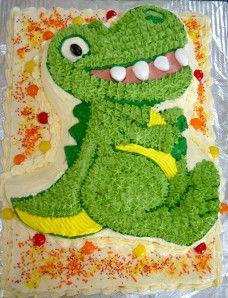 Gâteaux dinosaure C'est un premier essaie pour faire un gâteaux recouvert de crème au beurre àla douille. Les dents sont faites en fondant.
