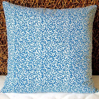 Modern Family Too Many Pillows : 25+ best ideas about Modern coastal on Pinterest Coastal decor, Beach condo and Coastal family ...