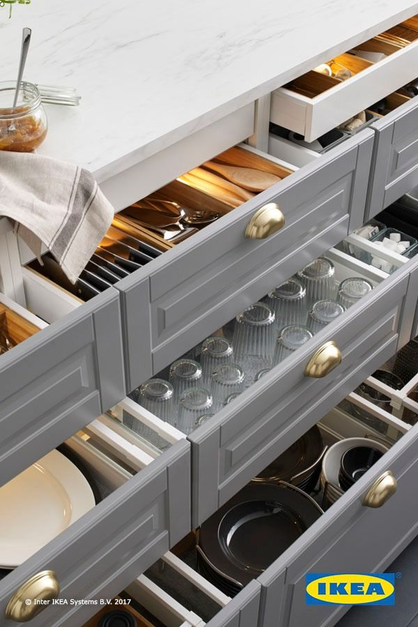 Set the mood in your kitchen with IKEA integrated lighting! Illuminate your cabinets, countertops and drawers to keep everything in your kitchen in view.