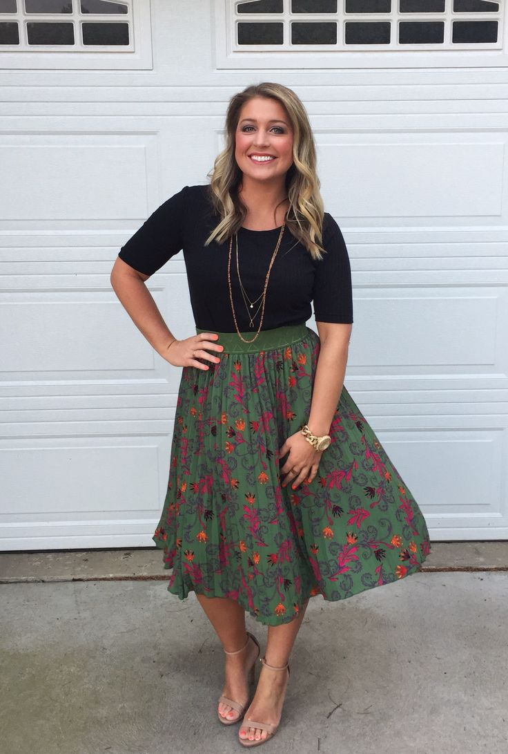 This is such a classic look!! Pair a LuLaRoe Gigi with a LuLaRoe Jill! #lularoegigi #lularoejill