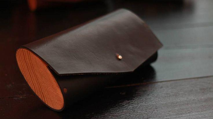 Ahşap-Deri el yapımı Hakiki Deri El Çantası #wooden #wood #ahşap #ahsapservis #ahşapservis #board #steakboard #design #handmade #oak #meat #servingtray #tray #bag #leatherbag #deriçanta #deri #dericanta #elyapimi