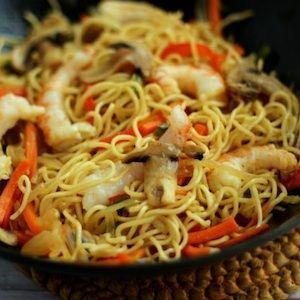 Fideos chinos con gambas...No es un libro,...es mi comida china favorita...se me ha colado!!!!